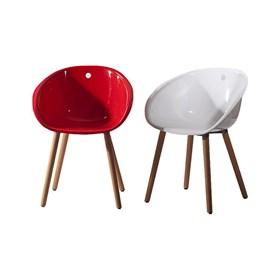 Cadeira Concha em Polipropileno e Madeira