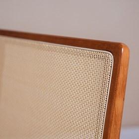 Cadeira Luana Bege em Madeira Maciça e Tela Sintética