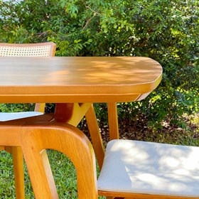 Mesa de Jantar Logan 140cm em Madeira Maciça